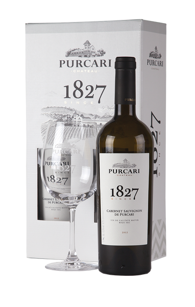 "<span lang=""ro"" style=""order: 1;"">Cutie suvenir: 1 sticlă + 1 pahar</span><span lang=""en"" style=""display: none;"">Souvenir box: 1 bottle + 1 glass<span>"