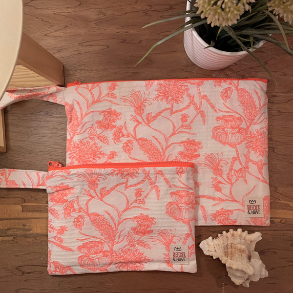 Flat <br/> Pouch <br/> Acanthus