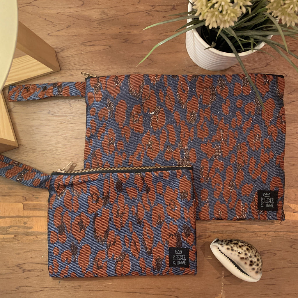 Flat <br/> Pouch <br/> Leo-Terracotta
