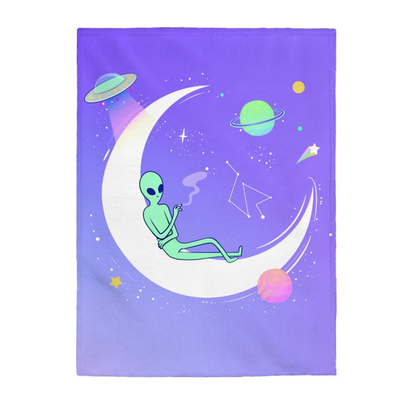 Alien Chilling Velveteen Plush Blanket