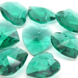 STAR BEADS: 10 x Faceted Glass Heart Pendants 14mm - Emerald - Pendants