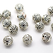 STAR BEADS: 25 X ROUND ALLOY ANTIQUE SILVER PLATED BEADS 8MM - Alloy Beads