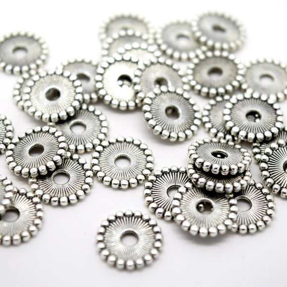 STAR BEADS: 50 X ROUND FLAT DISC ALLOY ANTIQUE SILVER PLATED BEADS 11MM - Alloy Beads
