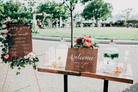 Custom Signs - Wedding Tips