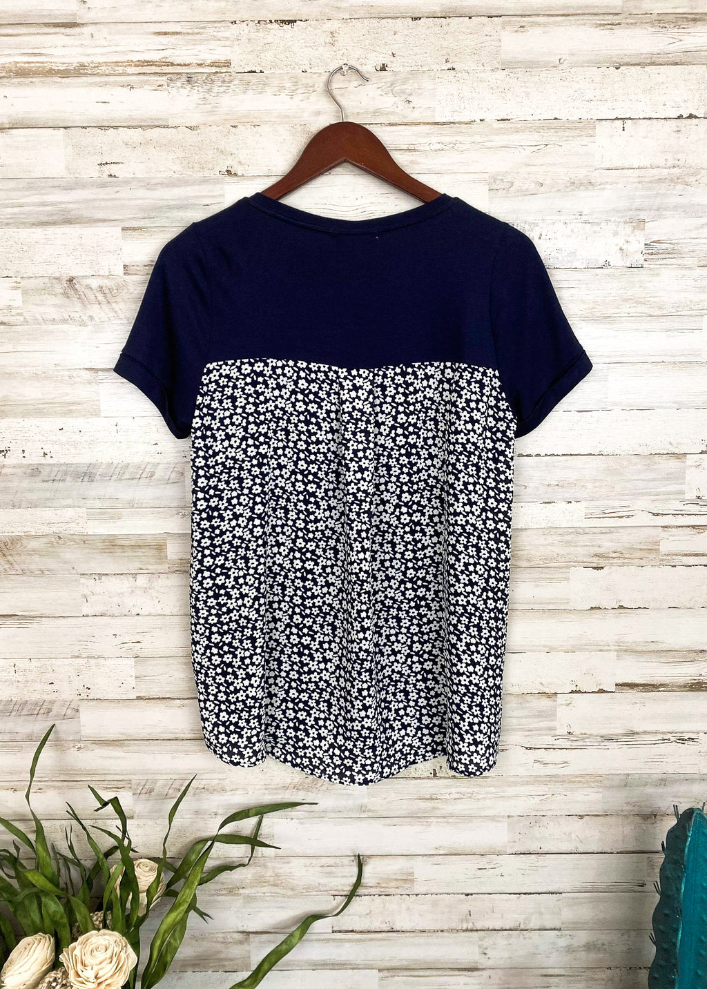Navy Daisy Short Sleeve Top