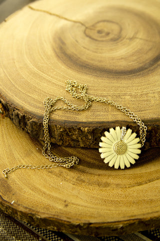 Golden Daisy Pendant Necklace