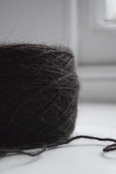 4ply/fingering weight, 75% Hebridean/25% Zwartbles yarn, 24th June 2016 clip