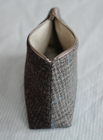woollenflower two-sided Tweed Pouch