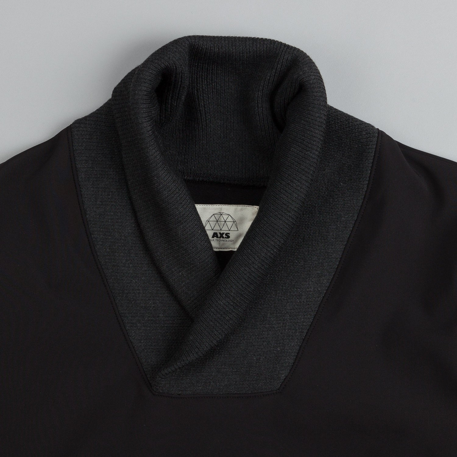 Axs Tech Fleece Shawl Black
