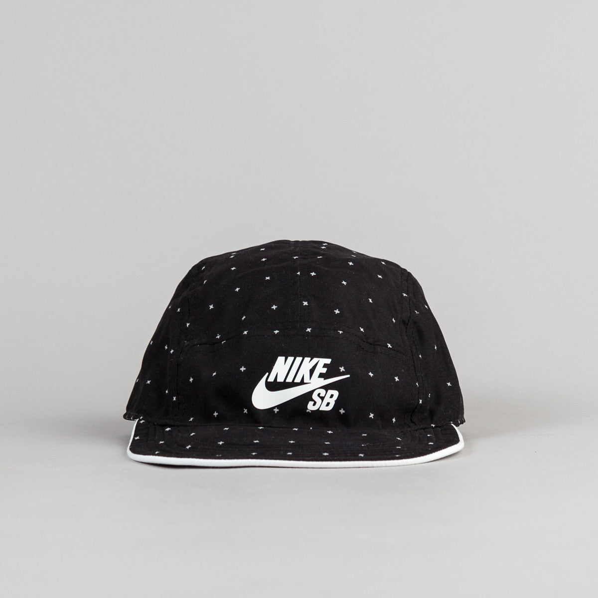 Nike SB Reversible 5 Panel Cap - White / Black