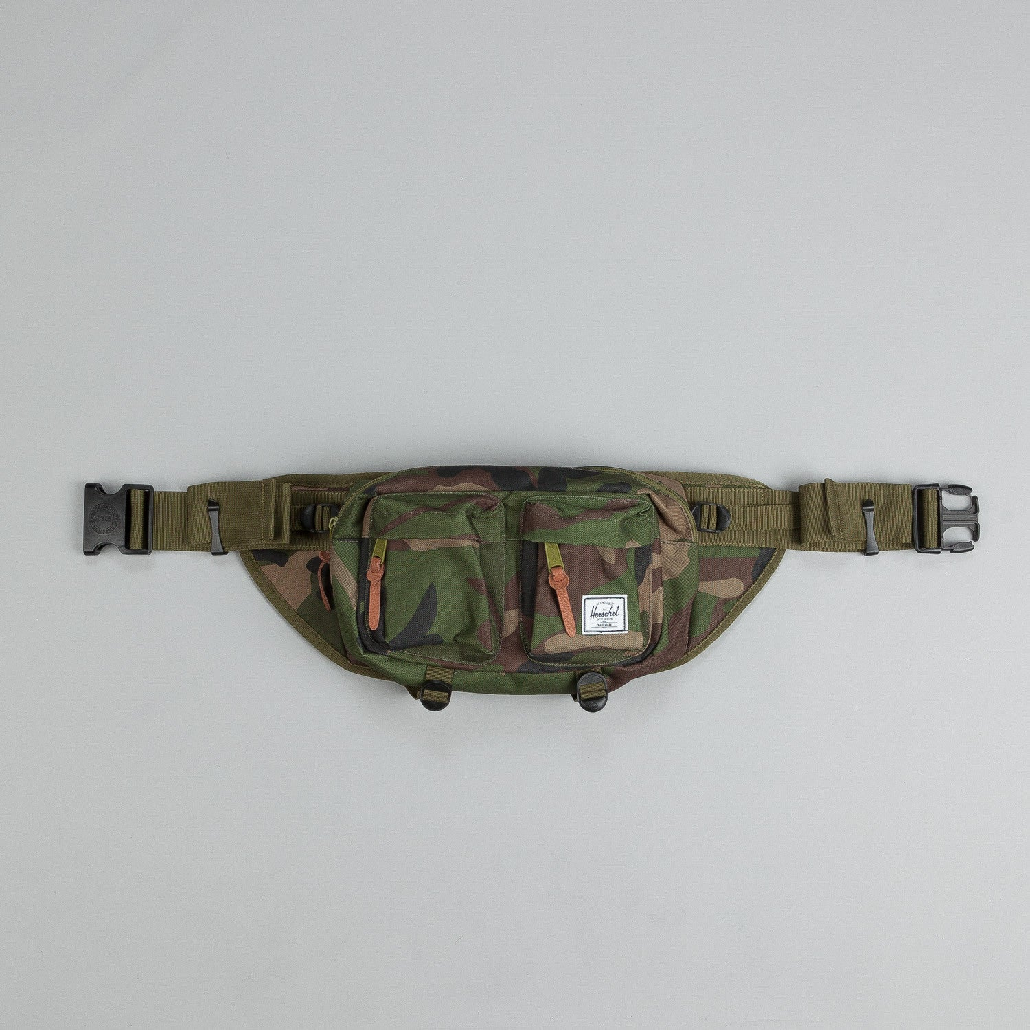 Herschel Eighteen Hip Pack Woodland Camo