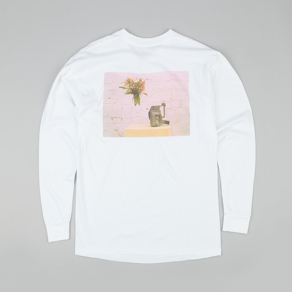 Isle Vase Long Sleeve T-Shirt - White