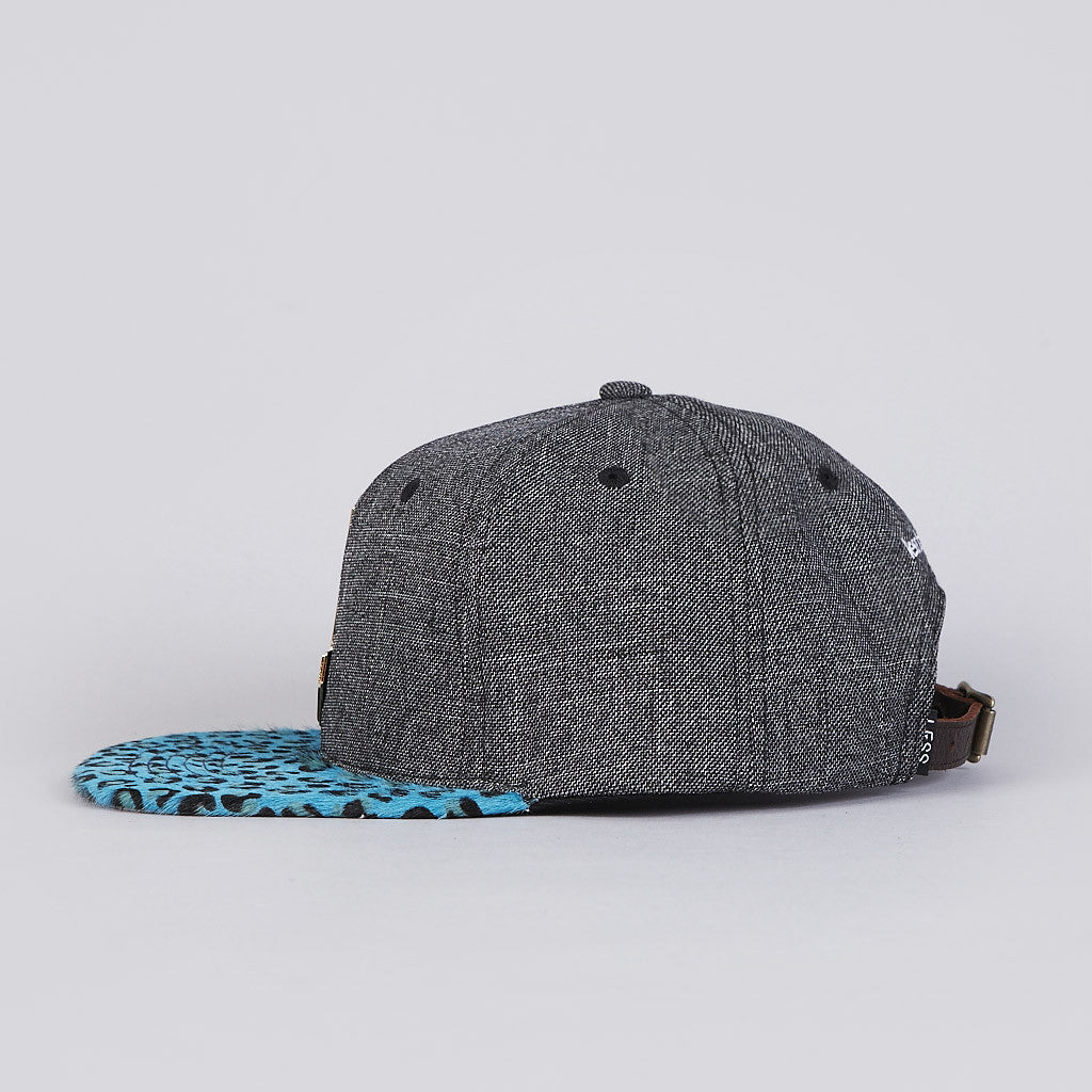 Less Metal Big L Snapback Cap Leopard / Black