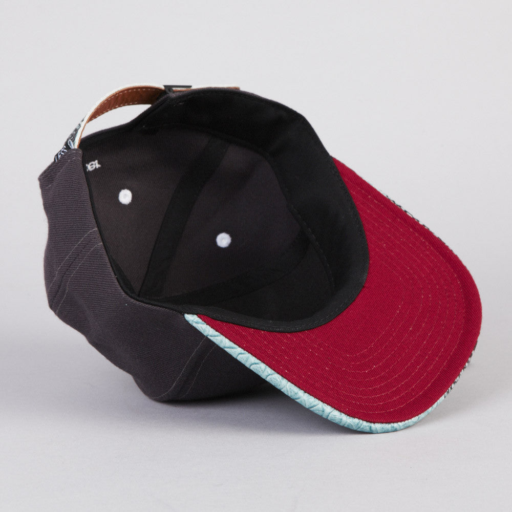 Less Big L 6 Panel Cap Black / Snake Leather