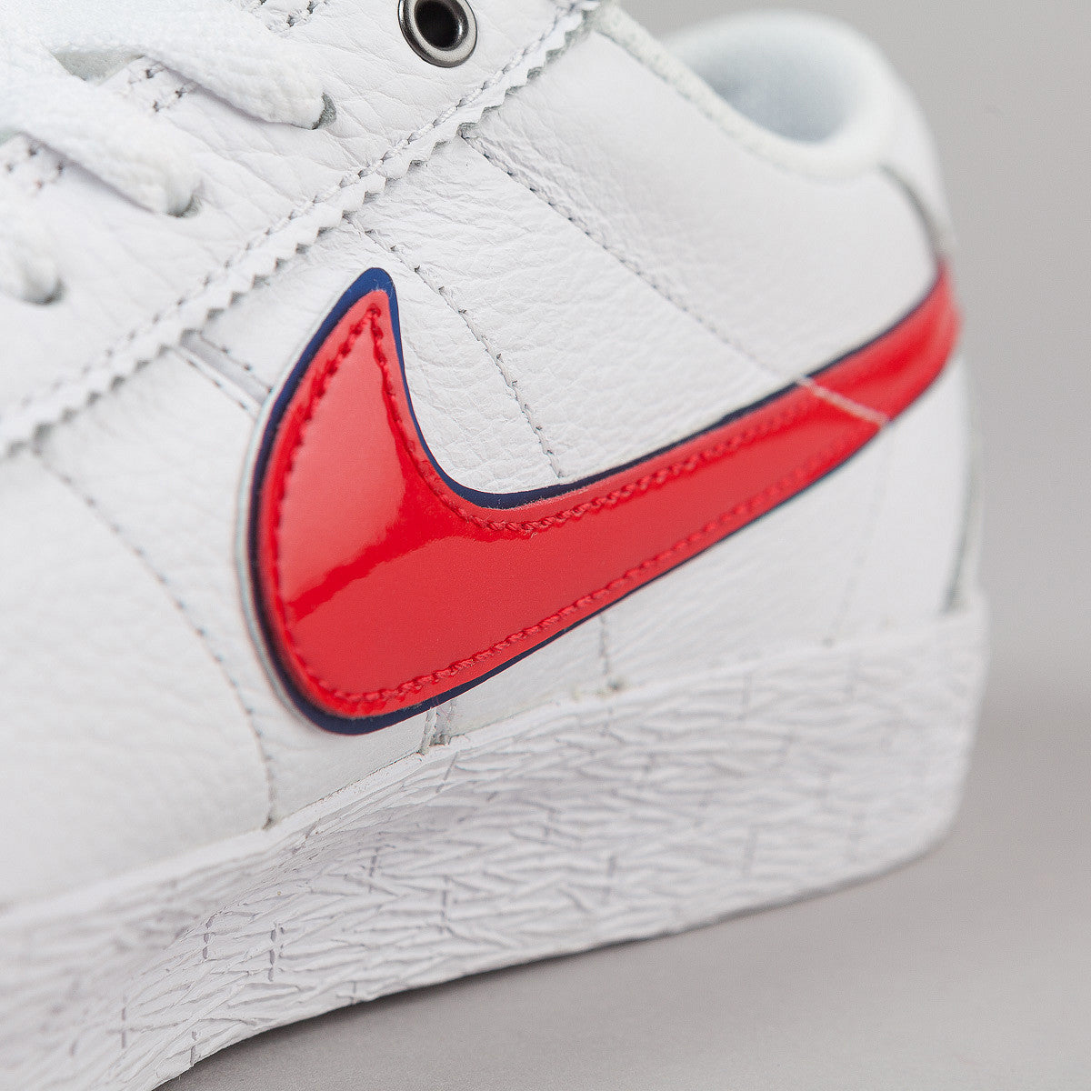 Nike SB Bruin QS Premium Shoes - White / University Red - Blue Spark