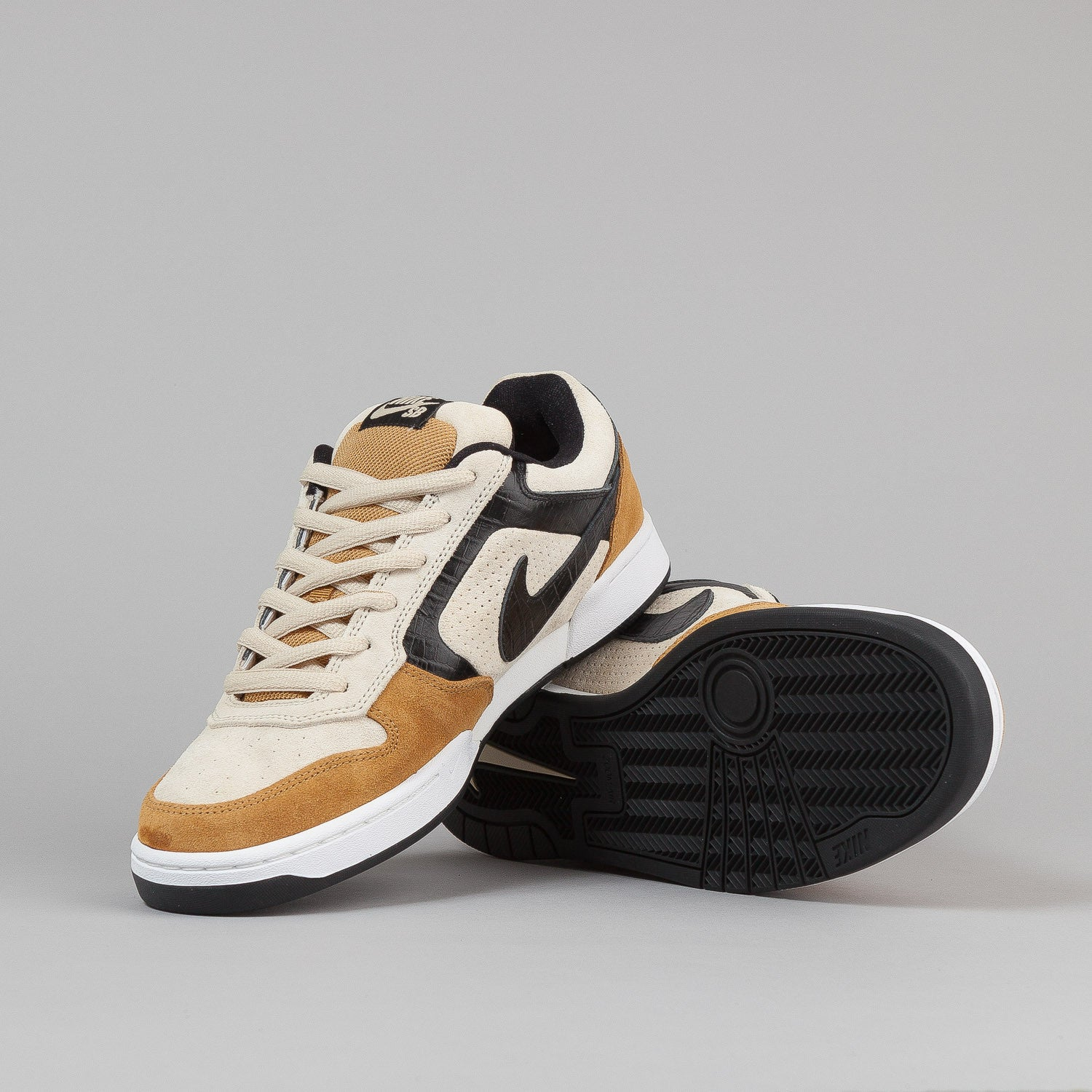 Nike SB Air Regime Shoes - Beach / Black