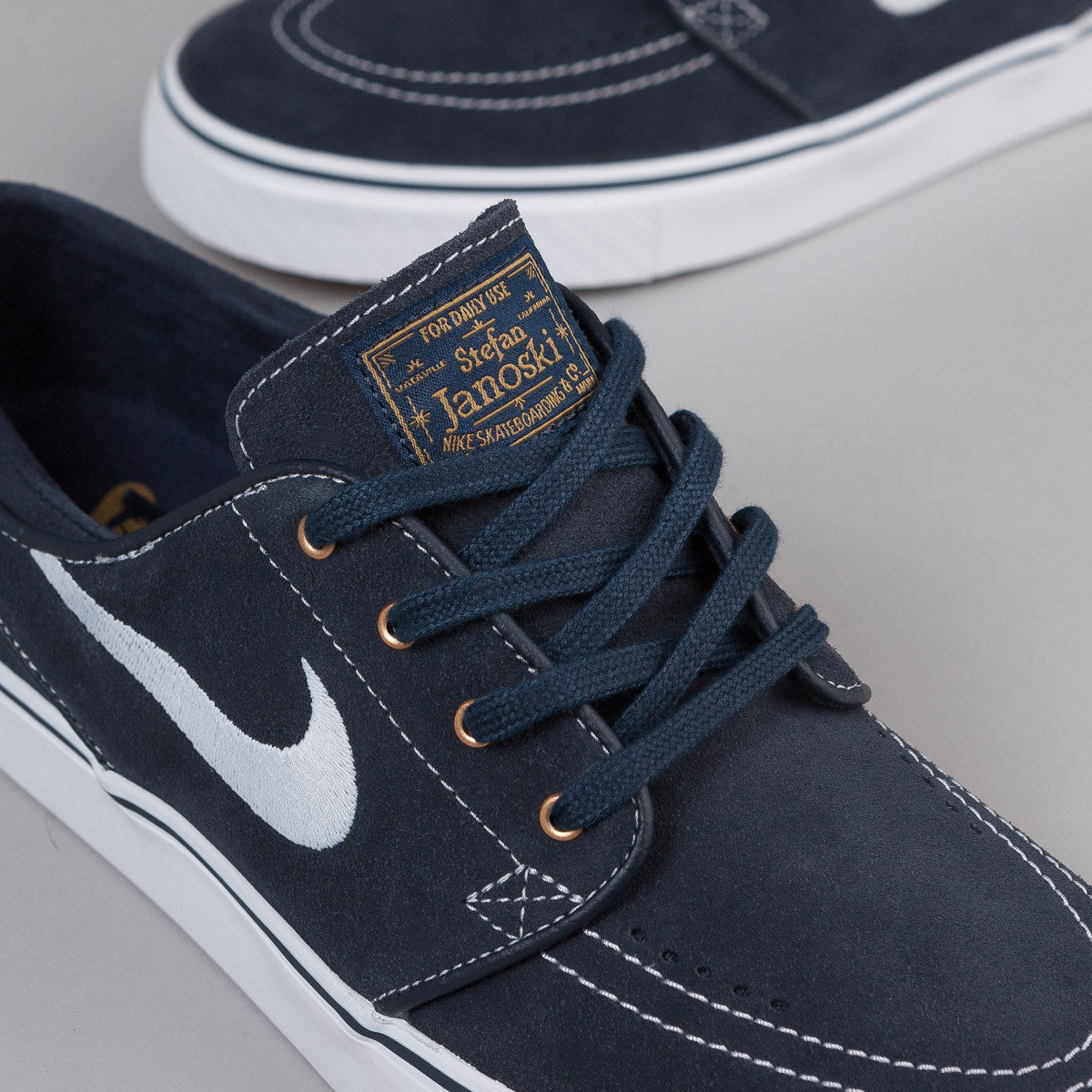 Nike SB Stefan Janoski Shoes - Dark Obsidian / White - White - Gum Light Brown