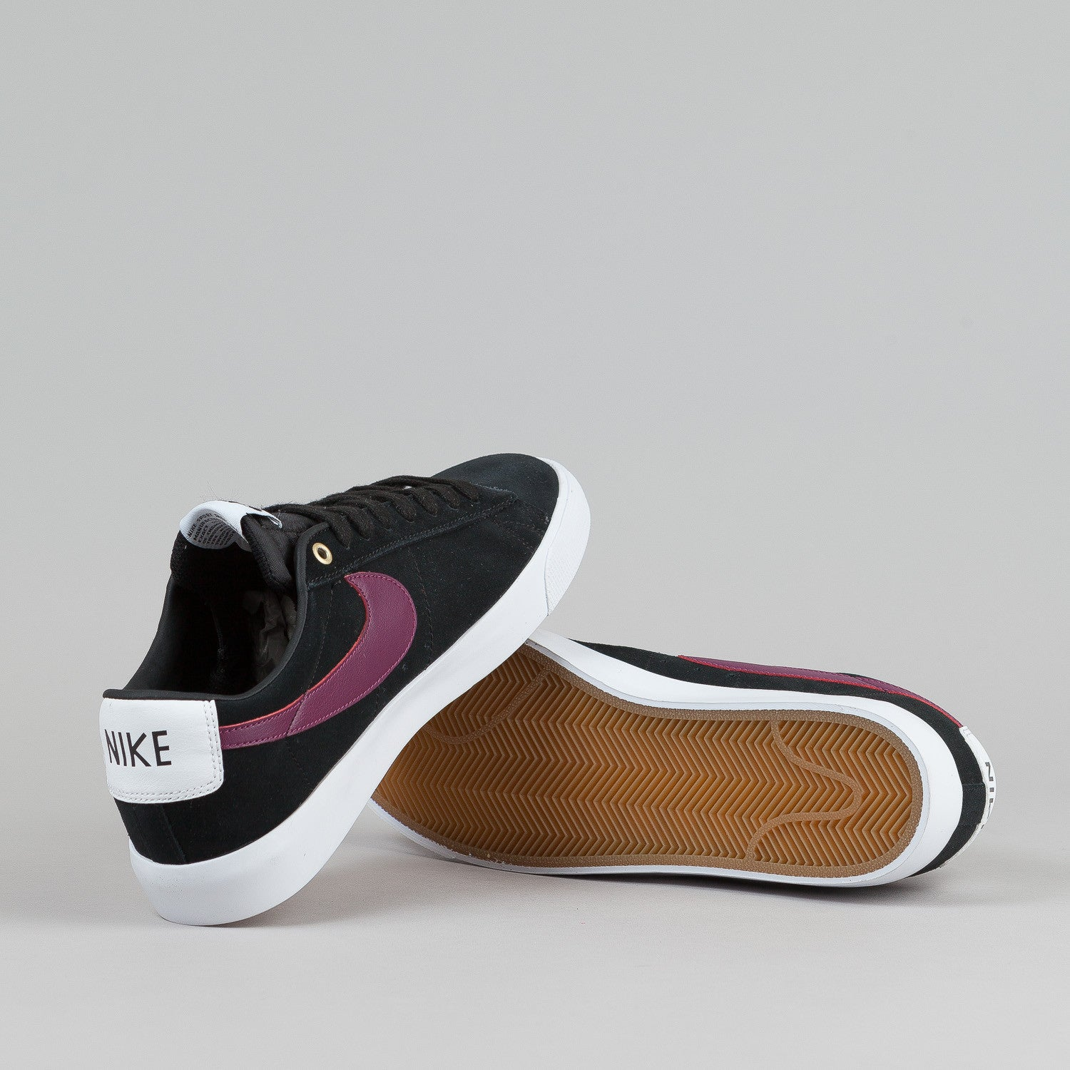 Nike SB Blazer Low GT Shoes Black / Villain Red - Gum Light Brown - White