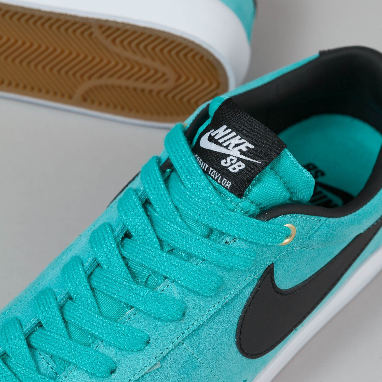 Nike SB Blazer Low GT Shoes - Light Retro / Black / White
