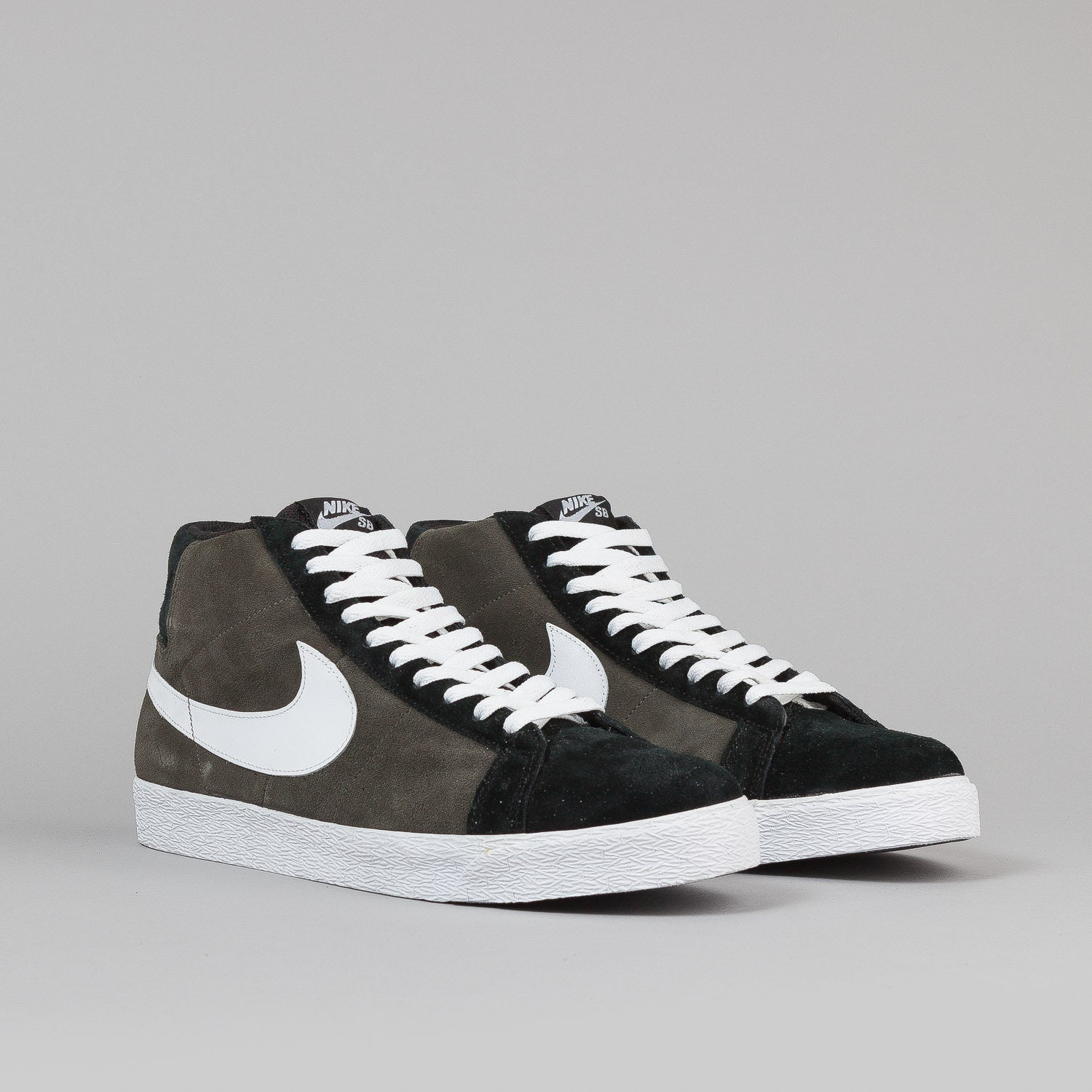 Nike SB Blazer Shoes - Newsprint / White