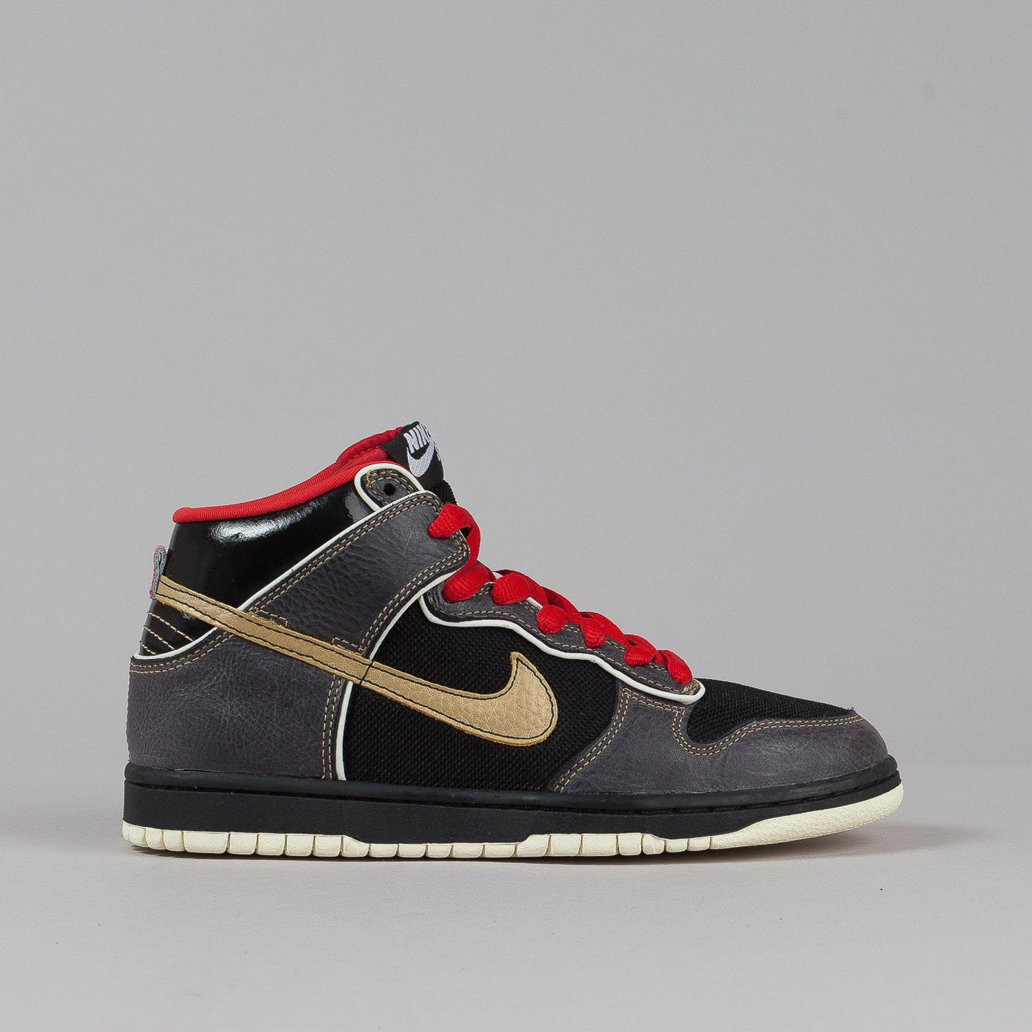 Nike SB Dunk High Premium Shoes