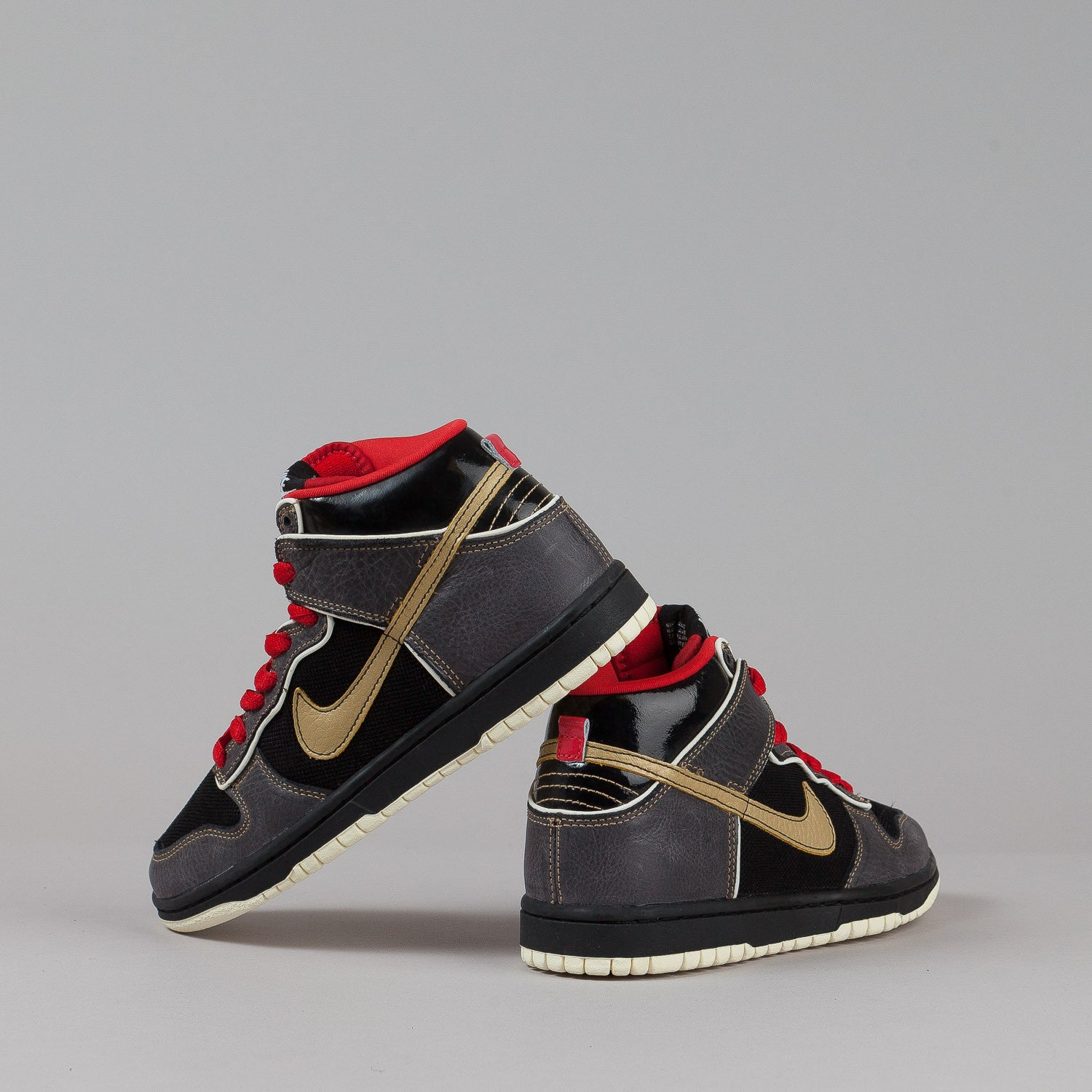 Nike SB Dunk High Premium Shoes - Black / Metallic Gold