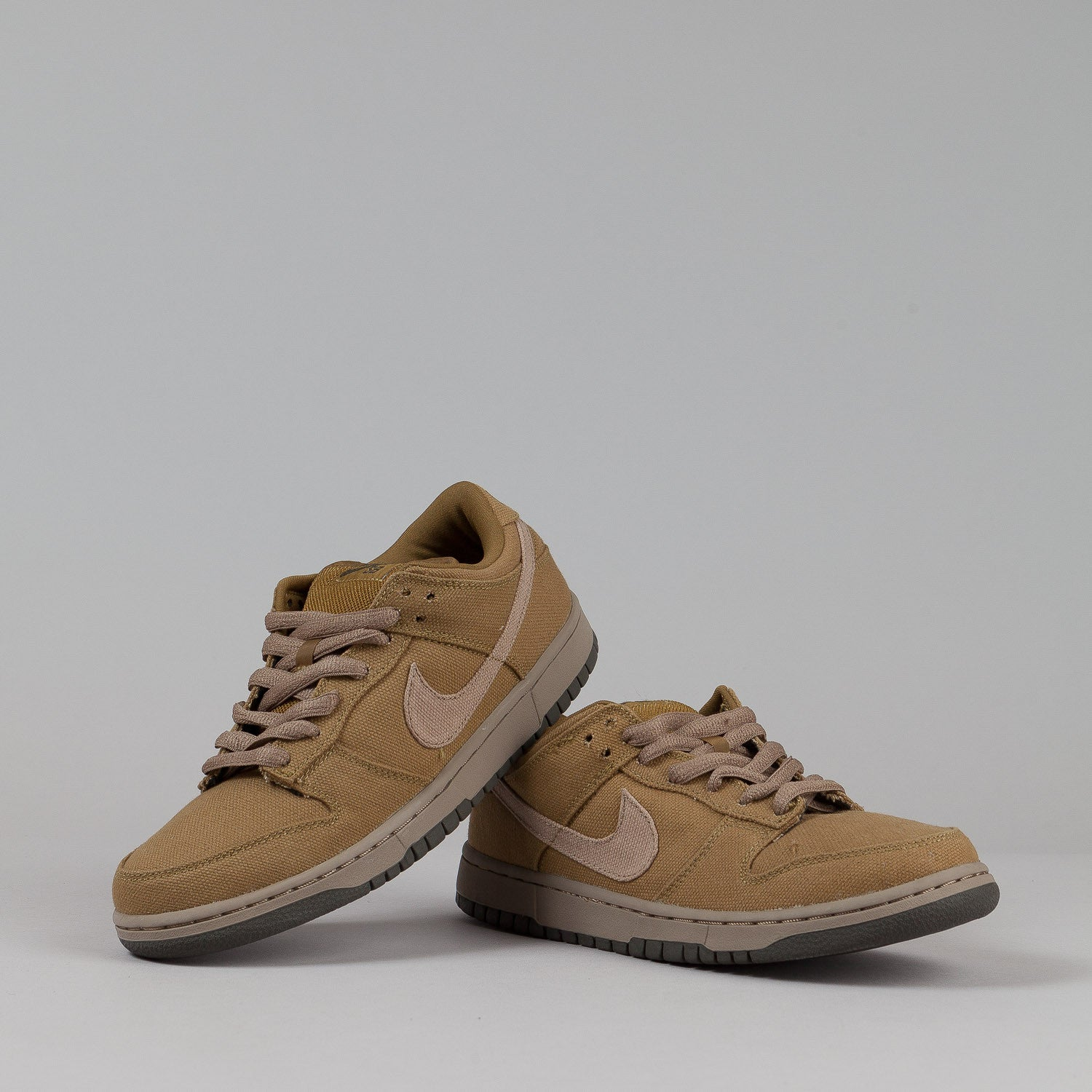 Nike SB Dunk Low Pro Shoes - Spanish Moss / Sandalwood