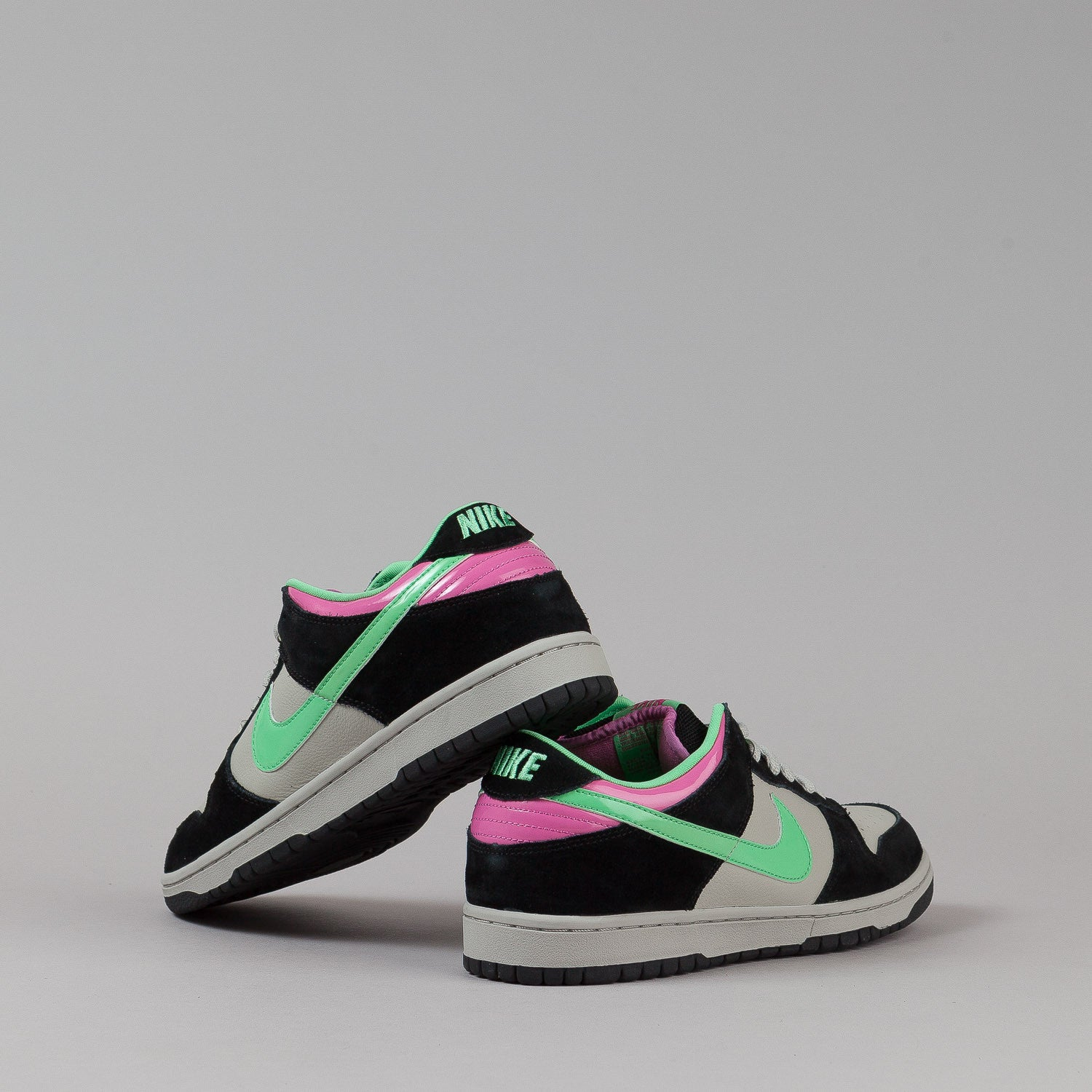 Nike SB Dunk Low Pro Shoes - Magnet / Light Poison Green