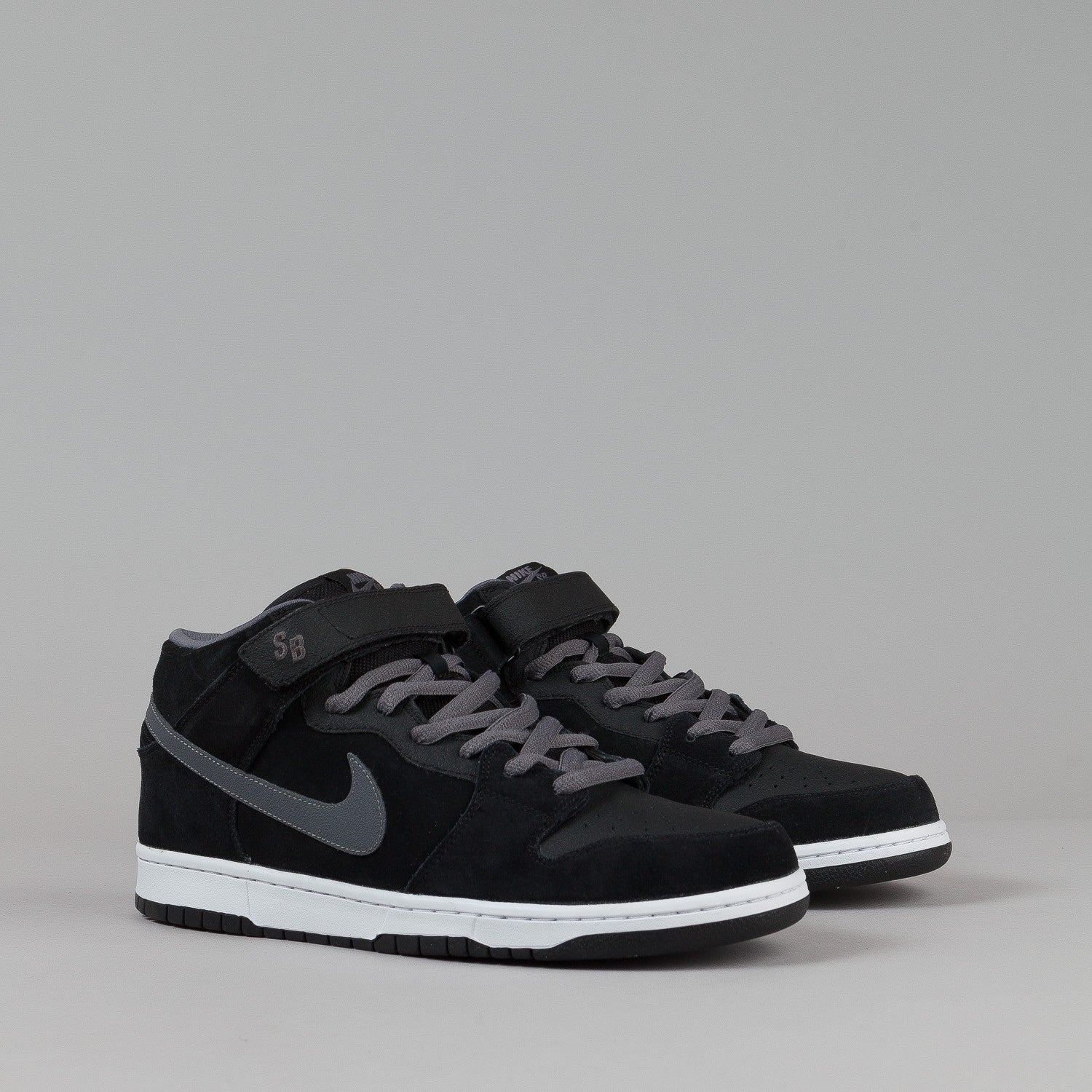 Nike SB Dunk Mid Pro Shoes - Black / Light Graphite