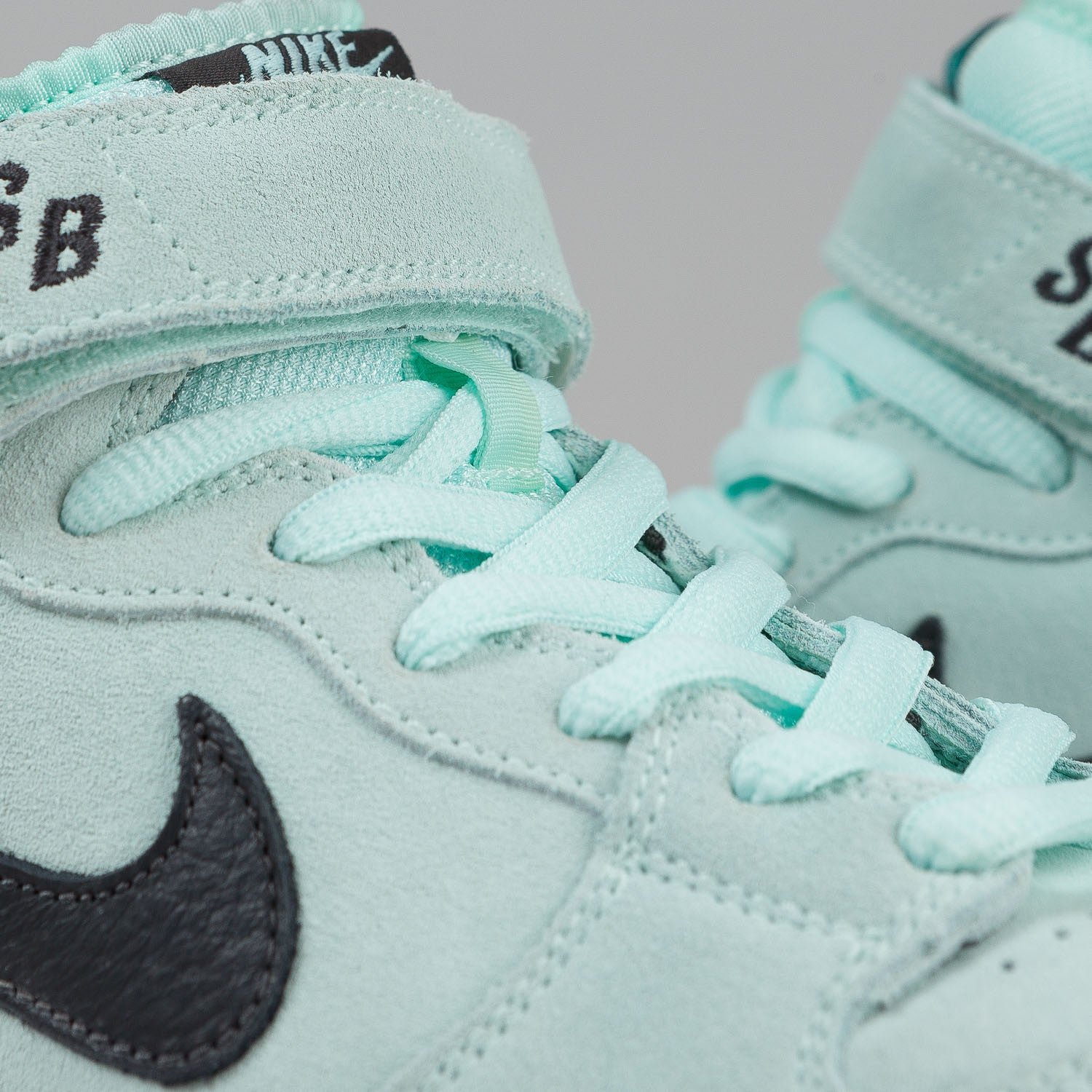 Nike SB Dunk Mid Pro Shoes - Ice Green / Dark Charcoal
