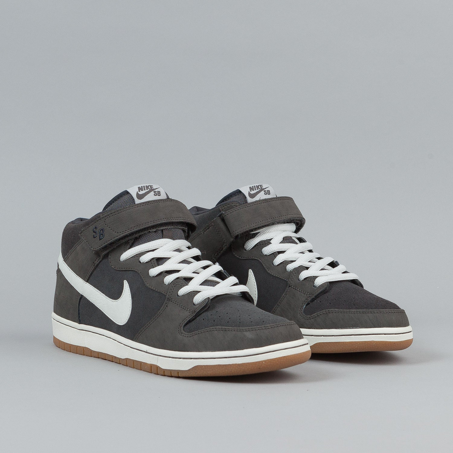 Nike SB Dunk Mid Pro Shoes - Mid Fog / Metallic Summit White / Anthracite