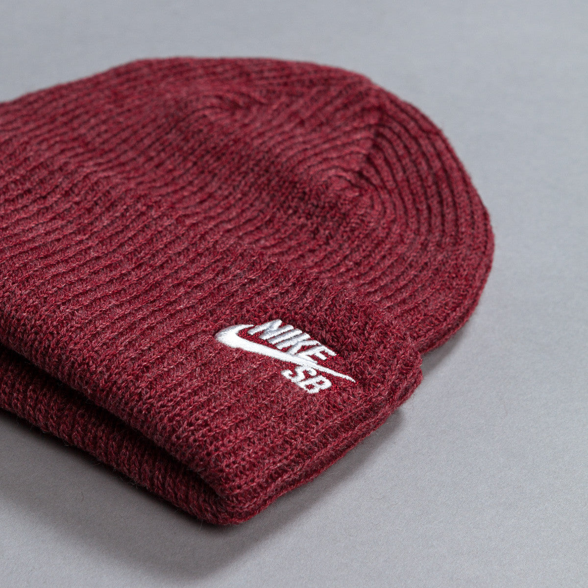 Nike SB Fisherman Beanie Light Gym Red / White