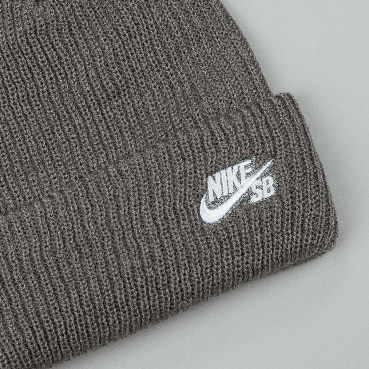 Nike SB Fisherman Beanie - Tumbled Grey / White