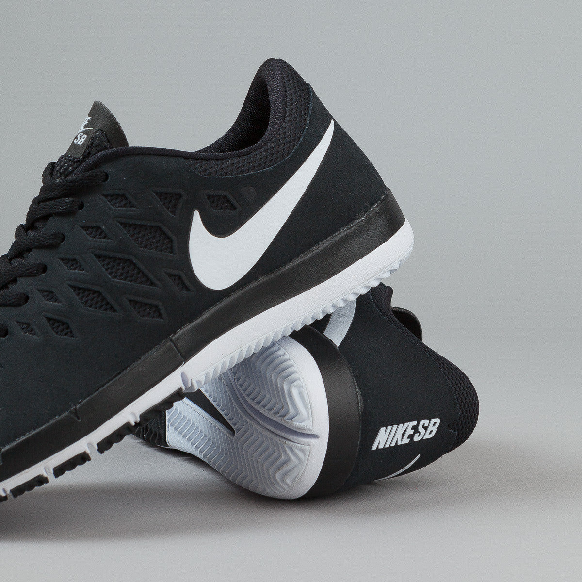 Nike SB Free Shoes - Black / White