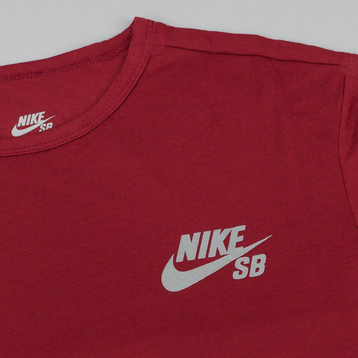 Nike SB Skyline Dri-Fit T-Shirt - Team Red / Reflective Fill