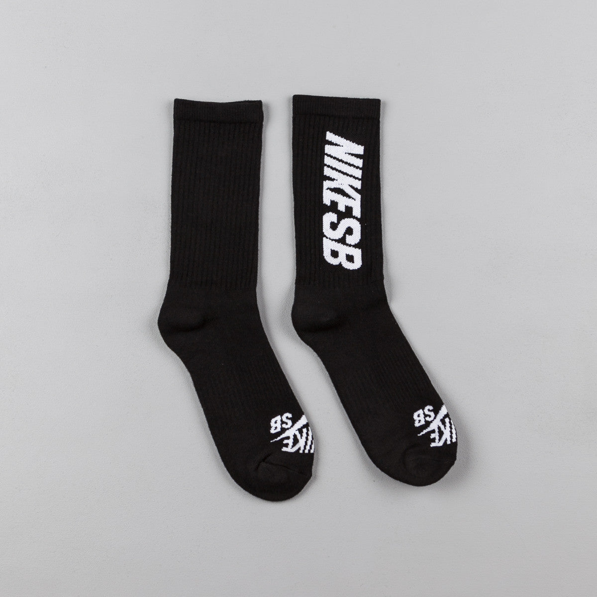 Nike SB Crew Skateboarding Socks (3 Pair) - Black / White