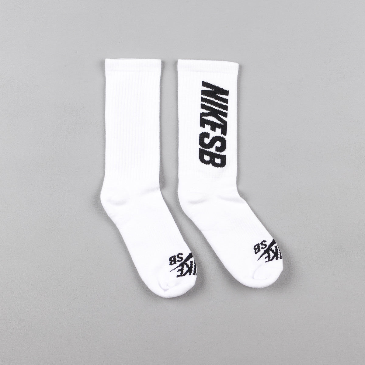 nike sb crew skateboarding socks 3 pair white black. Black Bedroom Furniture Sets. Home Design Ideas