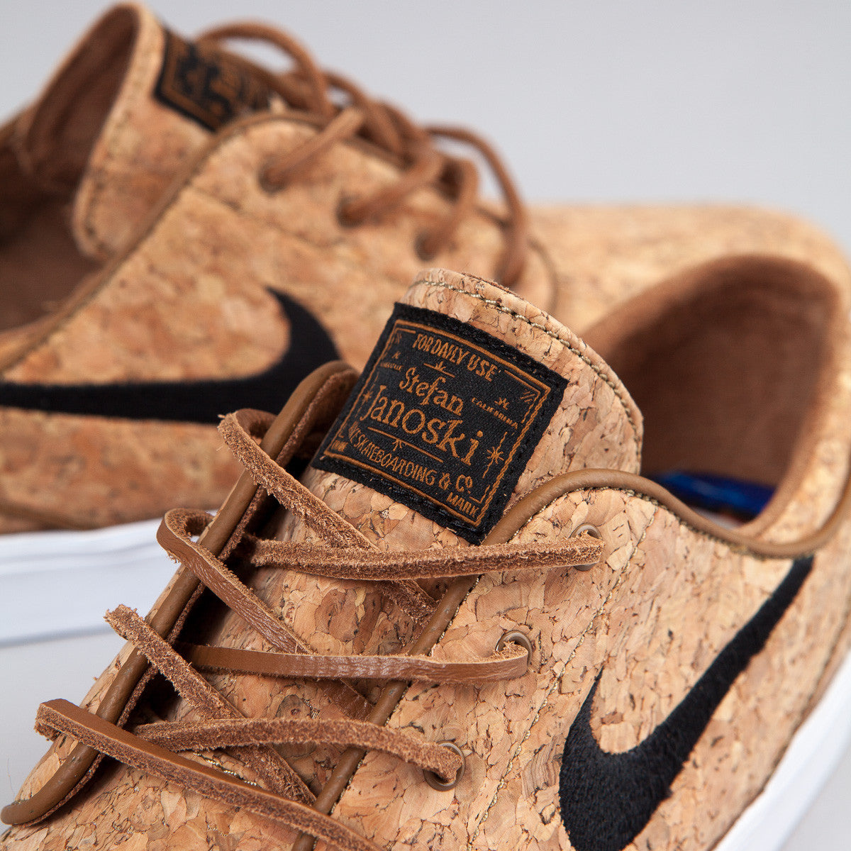 Nike SB Stefan Janoski Elite Shoes (Cork) - Ale Brown / Black / White