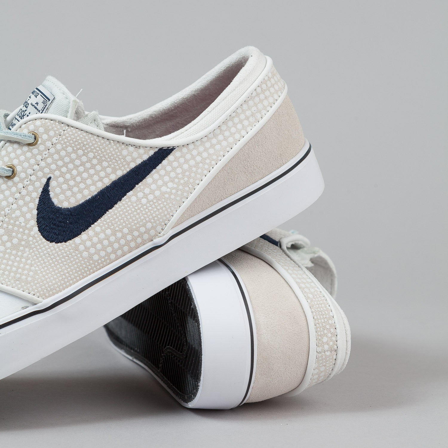 Nike SB Stefan Janoski PR SE Shoes - Summit White / Obsidian / Black / Team Red