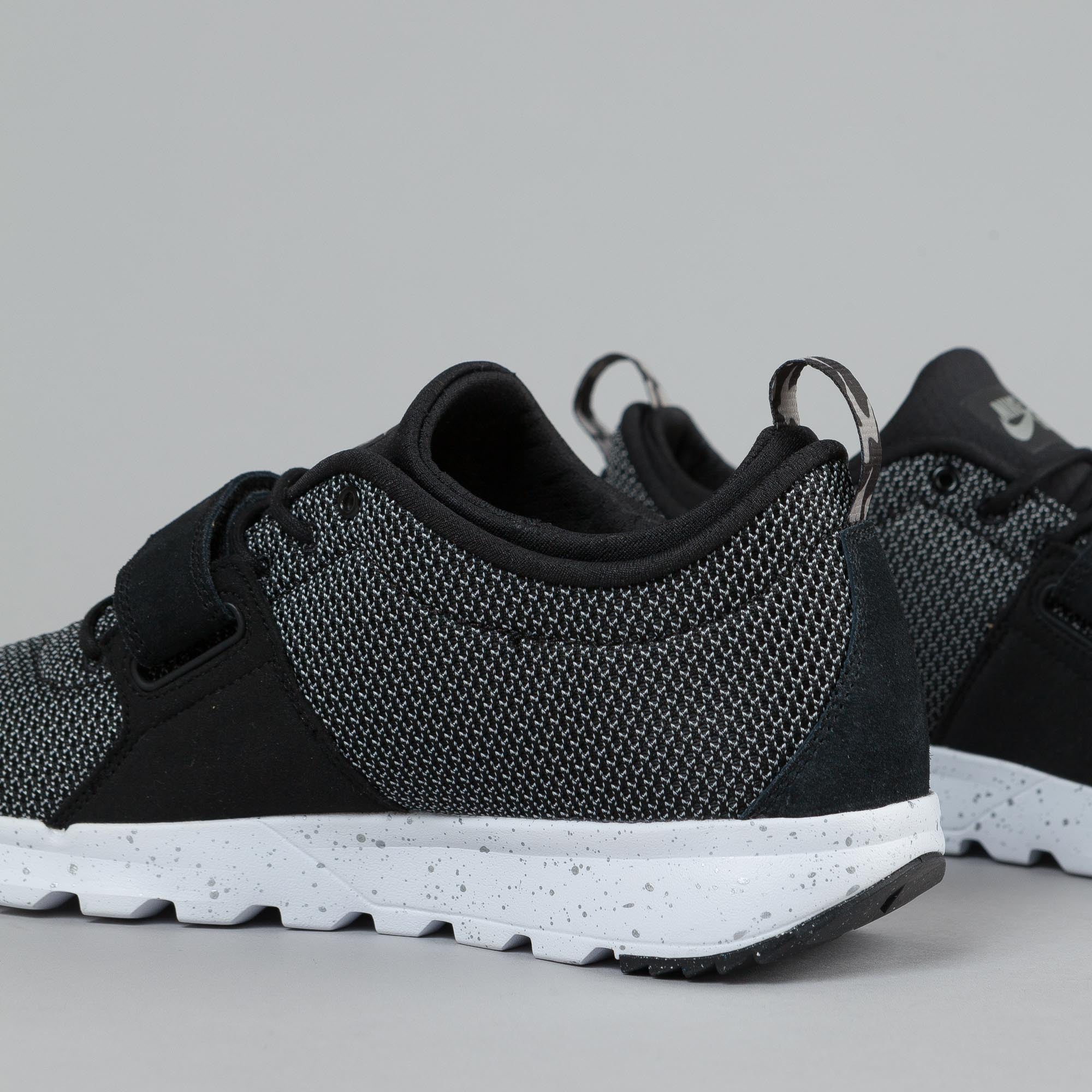 Nike SB Trainerendor Black/ Metallic Silver - White