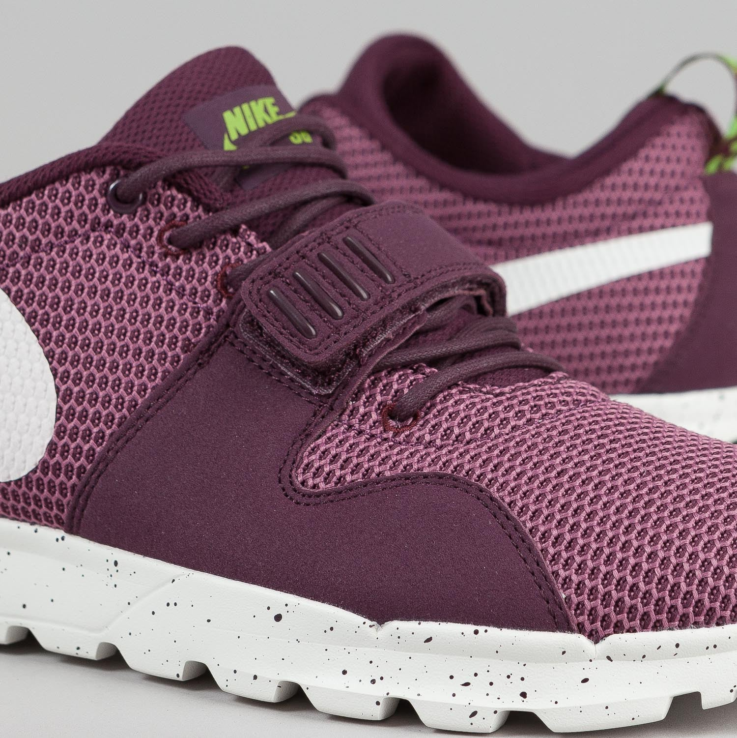 Nike SB Trainerendor Shoes Merlot / Sail - Flash Lime