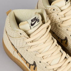 Nike SB Waffle Dunk High Shoes - Flat Gold Star / Gum Light Brown / Classic Brown