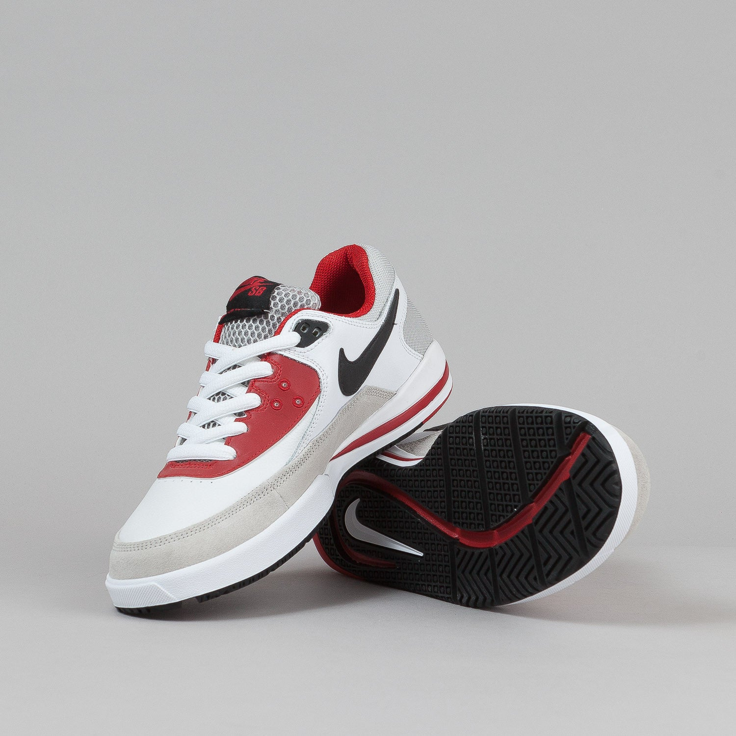 Nike SB Zoom Veloce Shoes - White / Black