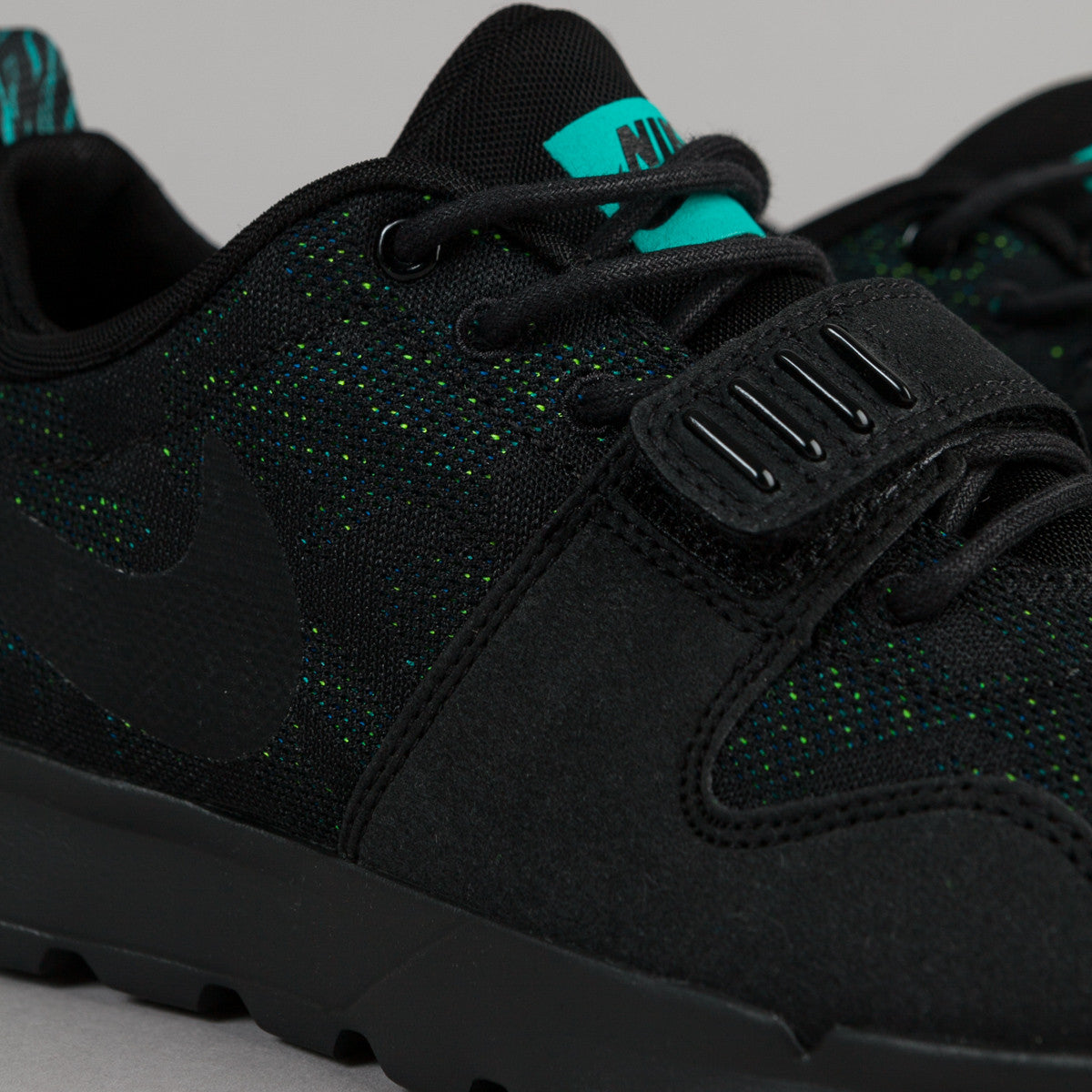Nike SB Trainerendor Shoes - Black / Black - Clear Jade - Volt