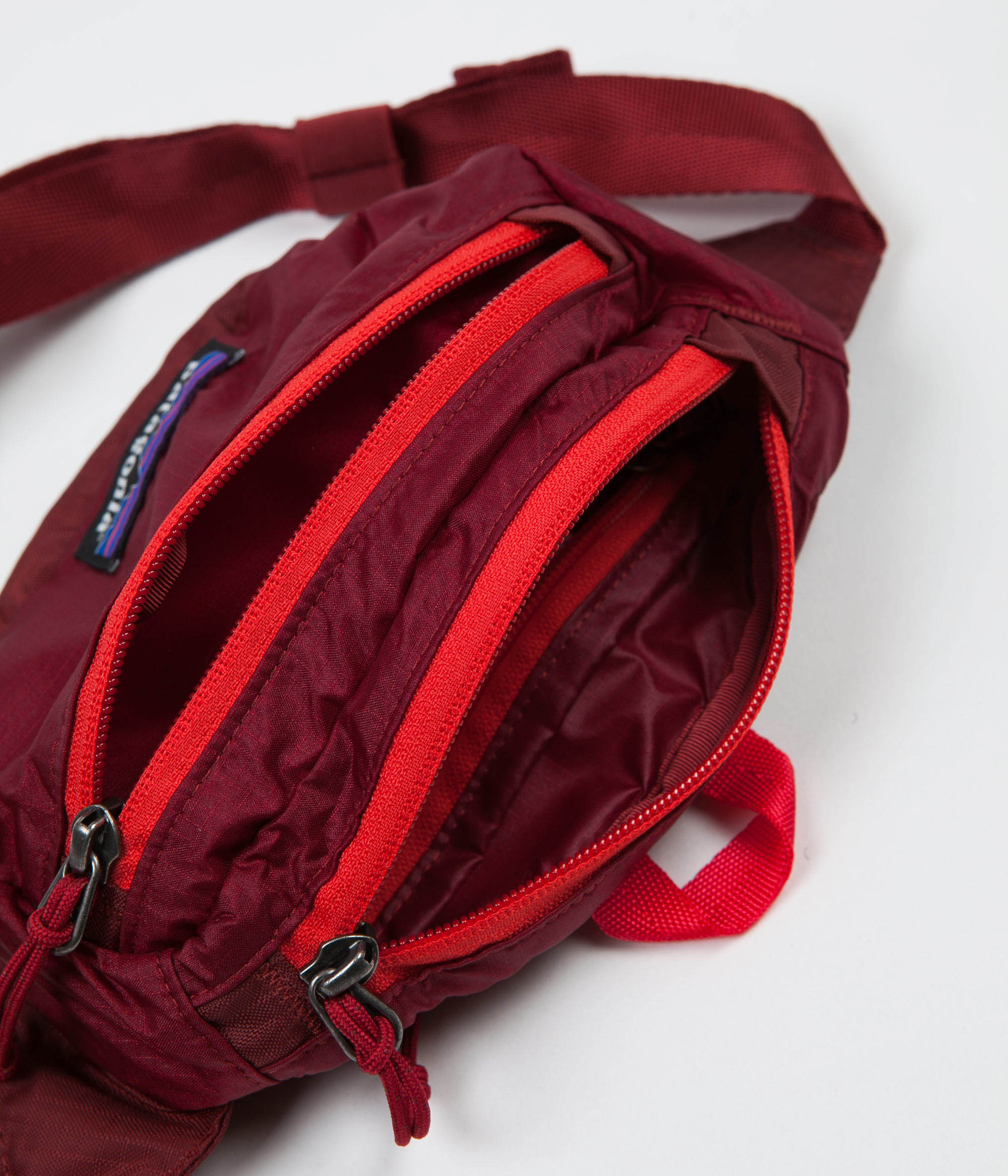 5ae3a82ded1 ... Patagonia Lightweight Travel Mini Hip Pack - Oxide Red ...