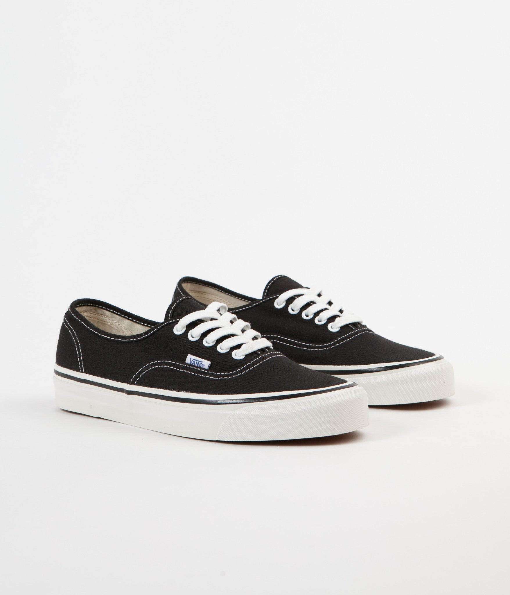 VANS AUTHENTIC black white Num. 44