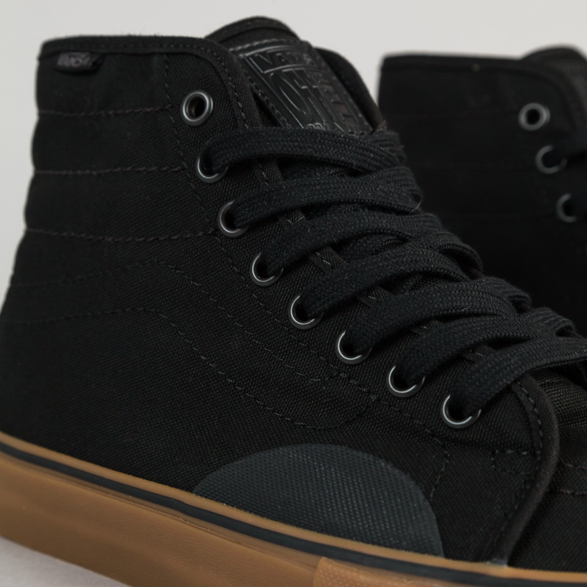 Vans AV Classic High Shoes - Black / Gum