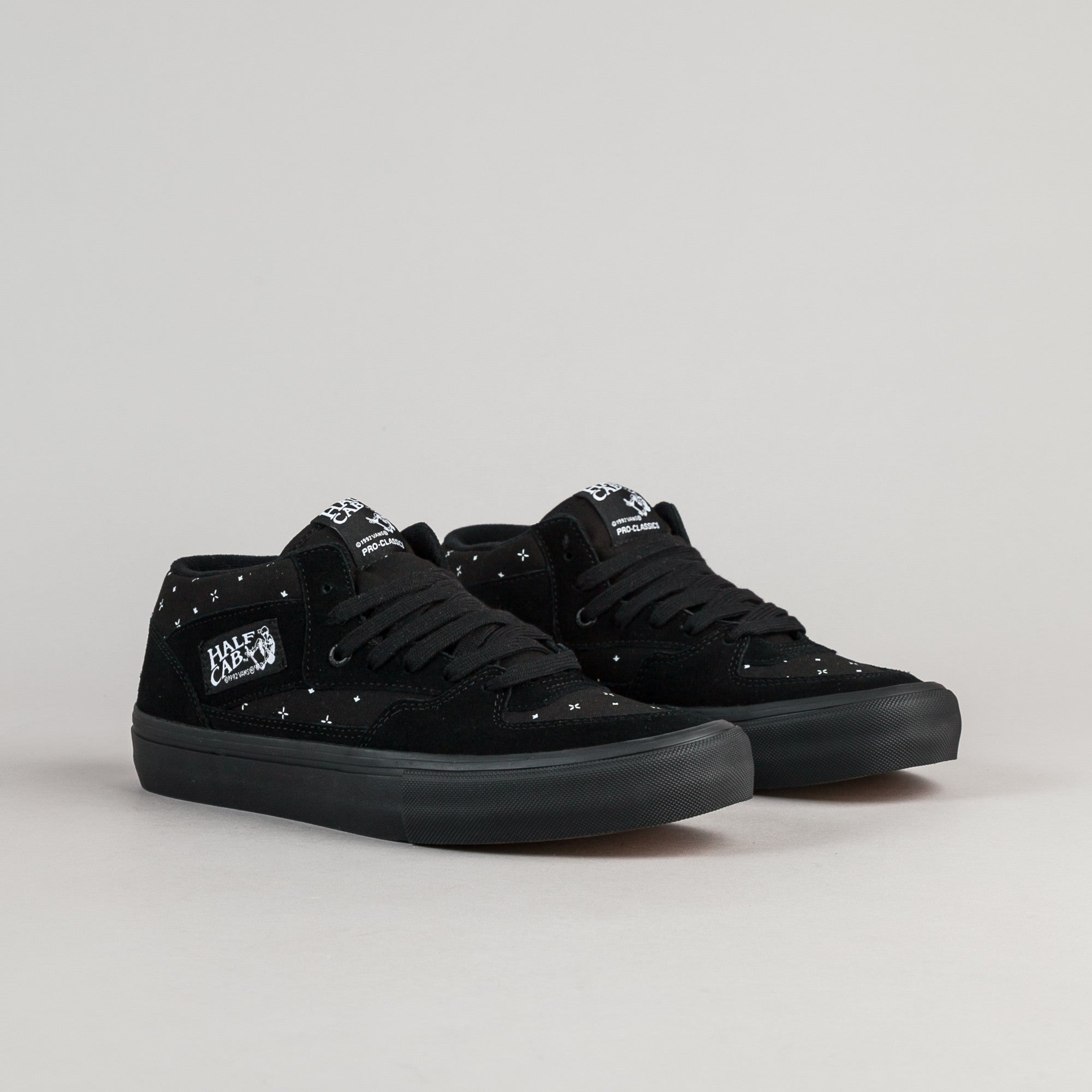 Vans Half Cab Pro Shoes - (Bandana) Black