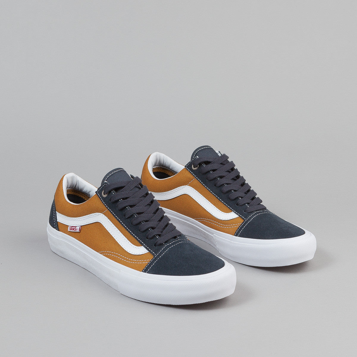 Vans Old Skool Pro Shoes - Ebony / Thrush