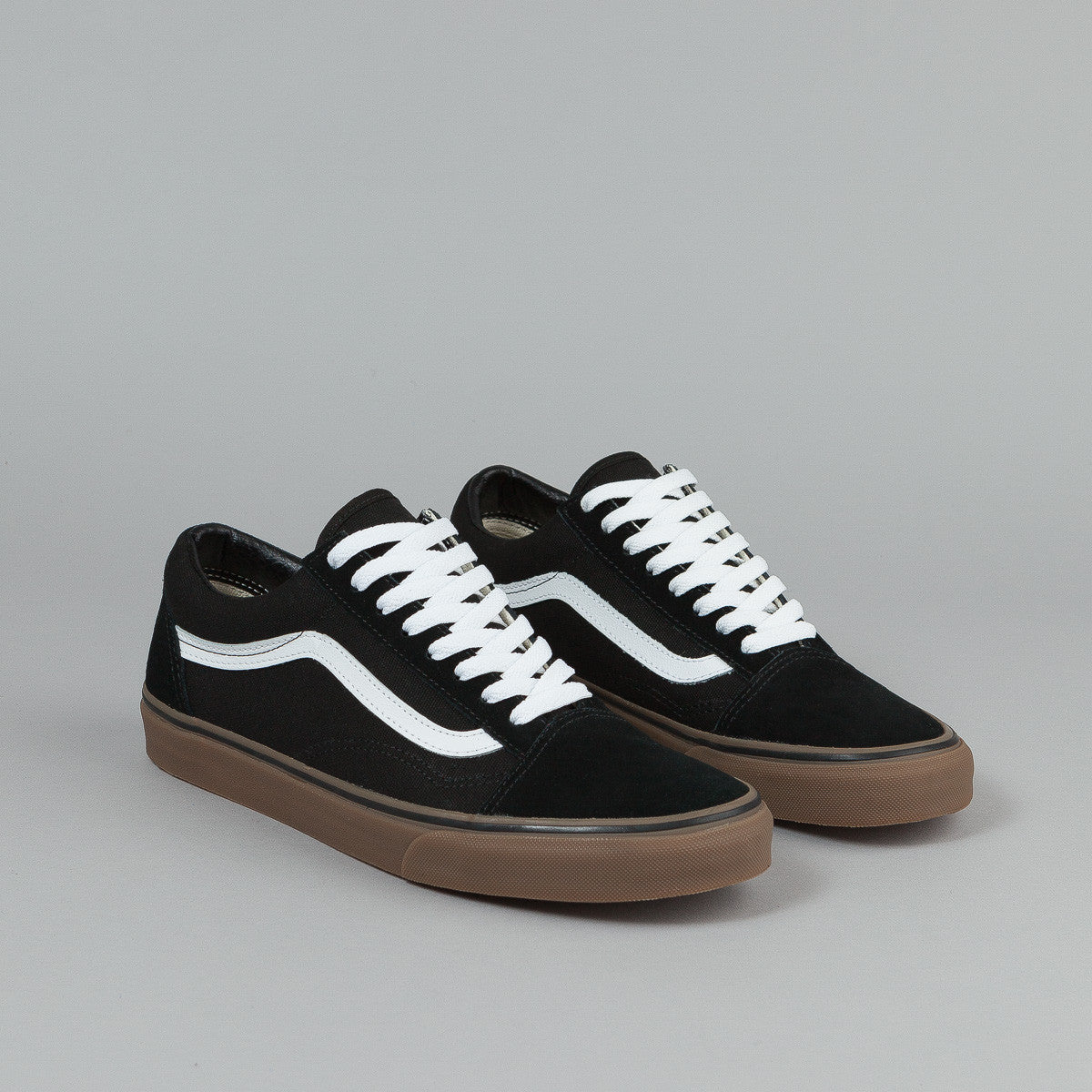 vans old skool gum sole black and white